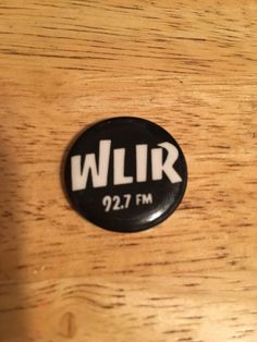 Vintage 1970s 80s WLIR 92.7 FM NY Radio Station Promotional Pin Badge Button