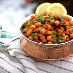 Super Simple Slow Cooker Chana Masala (chickpeas) // Cooking In Westchester Chana Masala, Garam Masala, Chickpea Masala, Masala Spice, Chickpea Curry, Vegan Slow Cooker, Slow Cooker Recipes, Cooking Recipes, Indian Food Recipes