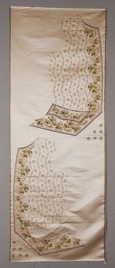 Uncut ivory silk vest, embroidered with floral motifs - Museum Rotterdam