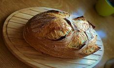 "Svatoštěpánský chléb s ""old dough"" My Favorite Food, Favorite Recipes, Sourdough Bread, Bread Rolls, Bread Baking, Bread Recipes, Crockpot, Food And Drink, Graham"