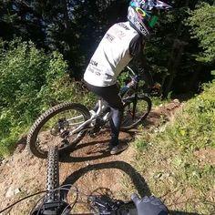 Mountain Bike Action, Mountain Biking Women, Mountain Bike Trails, Downhill Bike, Mtb Bike, Bmx Videos, Best Mtb, Montain Bike, Bmx Cruiser