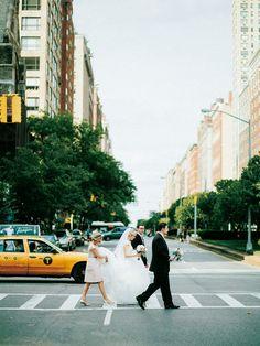 ニューヨークの街並みを背景に撮影