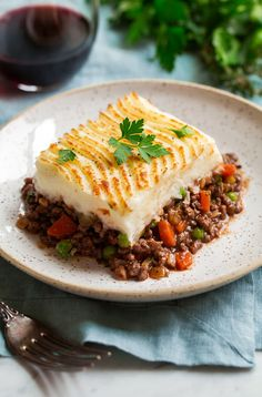 Incredibly hearty, restaurant worthy shepherd's pie recipe that does not disappoint! Made with a flavorful beef, veggie and gravy filling and creamy mashed potatoes. Making Mashed Potatoes, Creamy Mashed Potatoes, How To Cook Potatoes, Zuchinni Recipes, Parmesan Recipes, Vegan Appetizers, Vegan Snacks, Potato Ricer, Ceramic Baking Dish