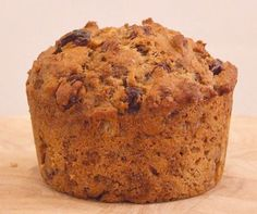 This recipe for Moist Bran Muffins begins with a refrigerated overnight batter. Photograph, weight watchers points and nutritional information included. Donut Muffins, Banana Bran Muffins, Muffins Blueberry, Raisin Muffins, Healthy Banana Muffins, Carrot Muffins, Bran Bread Recipe, Oat Bran Recipes, Bread Recipes