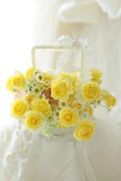 黄色い、バッグ型のブーケです。ふんわり黄色のこのゴールデンボーダーというバラが相変わらずずっと好きです。まだ今日の仕事が終わっていませんがひとまずブログ更...