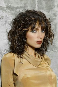 Medium-Curly-Hairstyles-with-Bangs