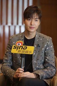 Sina | Interview | #ActorLeeMinHo | #LeeMinHo | #MOVIE | #BountyHunters | In #CHINA | #中国  #Cinema | 09 June 2016 (Thursday) |  [VIDEO] [http://video.sina.com.cn/view/250561433.html#]  (2) PHOTO | HD | x 9 [http://slide.ent.sina.com.cn/film/k/slide_4_704_138650.html#p=8]  (3)  TEXT (Chinese) | [http://ent.sina.cn/film/chinese/2016-04-28/detail-ifxrtzte9771402.d.html?wm=3049_0015]  P02  of P09 组图  #李敏镐 | 肌肤水嫩 | By: Sina | 新浪网 | 28 April 2016 @ 20:14 hours |  THIS Post: 28 April 2016…