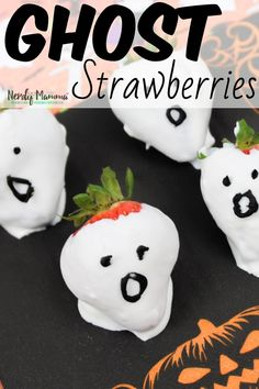 So, you're facing a school Halloween party? Yeah, me too. But we're ready, because we're making some easy Ghost Strawberries for our school Halloween party. I'm making 50 of these--but they're so simple, it's no big deal at all. Halloween Themed Food, Halloween Punch, Halloween Drinks, Halloween Desserts, Halloween Food For Party, Halloween Treats, Fun Desserts, Halloween Games, Spooky Halloween