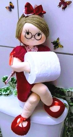 Beansie Babbles: Make Your Own Dress Form Doll Patterns, Sewing Patterns, Crochet Patterns, Craft Stick Crafts, Diy And Crafts, Crochet Projects, Sewing Projects, Diy Toilet Paper Holder, Bathroom Crafts
