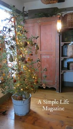 Primitive Decor - Christmas
