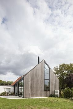 Declerck-Daels Architecten - Projecten Modern Barn House, Modern Cottage, Smart Home Design, Small House Design, Rural House, House In The Woods, Best Tiny House, A Frame House, Exterior Cladding