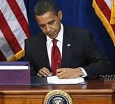 US President Barack Obama is left handed - as were 5 of the last 7 presidents.  Feature on Obama and lefthandedness here  http://www.anythinglefthanded.co.uk/famous/barack-obama.html