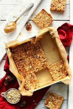 Butter Granola Bars THE BEST Peanut Butter Granola Bars! 8 ingredients, naturally sweetened and SO crunchy and delicious!THE BEST Peanut Butter Granola Bars! 8 ingredients, naturally sweetened and SO crunchy and delicious! Granola Bars Peanut Butter, Vegan Peanut Butter, Crunchy Granola Bar Recipe, Healthy Muesli Bar Recipe, Healthy Bars, Healthy Treats, Healthy Recipes, Healthy Cooking, Muesli Bars