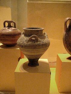 375px-500px-Mycenaean-Pottery-ClairH-Flickr.jpg