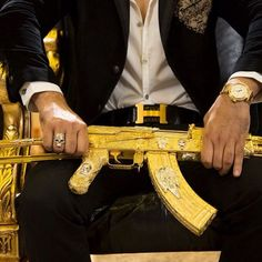 Mexican drug lord busted by his Instagram feed (28 pictures)