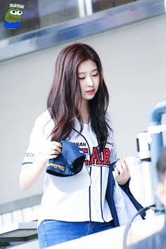 181006 잠실 야구장 #민주 #izone Yuri, Eyes On Me, Honda, Cute Korean Girl, Japanese Girl Group, Kim Min, The Wiz, Pretty Face, Kpop Girls