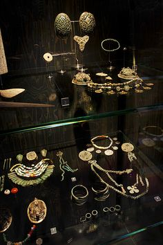 File:Viking jewellery - VIKING exhibition at The National Museum of Denmark - Photo The National Museum of Denmark (9064022985).jpg