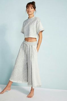 Free People Movement Go Gabby Set Free People Movement Go Gabby Set & Workout Outfit Ideas The post Free People Movement Go Gabby Set & Klamotten appeared first on Free . Yoga Fashion, Fashion Outfits, Womens Fashion, Punk Fashion, Lolita Fashion, Fashion Clothes, Fashion Boots, Style Fashion, Fashion Trends