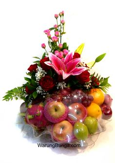 Ideas Fruit Basket Gift Ideas Wedding For 2019 Fruit Flower Basket, Fruits Basket, Fruit Salad Ideas Parties, Fruit Hampers, Edible Fruit Arrangements, Fruits Drawing, Fruit Gifts, Fruit Decorations, Fruit Displays