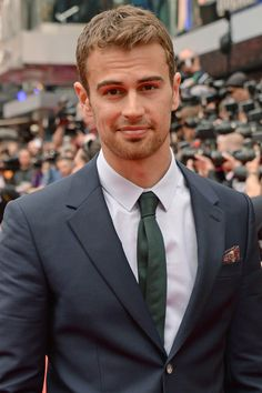 14 Theo James Stares So Sexy, You Might Have to Look Away