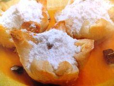 Kestane şekerli börek tarifi ve kolay börek tarifleri ile nefis börekler pişirebileceğiniz pratik börek tariflerini, börek tarifleri sitesi; http://borektarifi.com/kestane-sekerli-borek-tarifi/ sayfasından inceleyebilirsiniz.