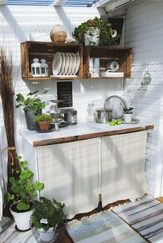 Basic Kitchen Area Concepts For Inside or Outside Kitchen areas – Outdoor Kitchen Designs Basic Kitchen, New Kitchen, Kitchen Decor, Kitchen Ideas, Rental Kitchen, Kitchen Furniture, Diy Furniture, Rustic Outdoor Decor, Rustic Outdoor Kitchens