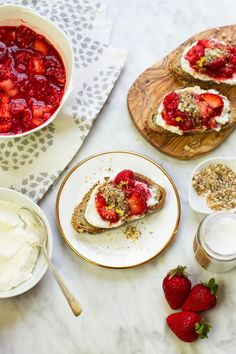 Good Eats: Smashed Berry & Lavender Ricotta Toasts We're smitten with these yummy Smashed Berry and Lavender Ricotta Toasts! Brunch Recipes, Appetizer Recipes, Breakfast Recipes, Brunch Ideas, Brunch Food, Appetizers, Clean Eating Snacks, Healthy Snacks, Snacks Saludables