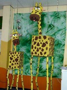 Giraffe - what a great group project, you could do all sorts of animals as library display. Giraffes Can't Dance, by Giles Andrede Animal Crafts For Kids, Art For Kids, Kids Crafts, Jungle Theme Classroom, Classroom Decor, Preschool Zoo Theme, Ks1 Classroom, Giraffe Crafts, Jungle Crafts
