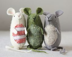 Sewing Stuffed Animals very nice mice : pattern and instructions (and it's free!) – ann wood handmade - Make a sweet felt mouse with this free sewing pattern. Sewing Toys, Sewing Crafts, Sewing Projects, Craft Projects, Felt Projects, Sewing Stuffed Animals, Stuffed Toys Patterns, Sewing Patterns Free, Free Sewing
