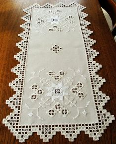 Spectacular HARDANGER Embroidery - TABLE RUNNER in lightcream-white from Germany $75