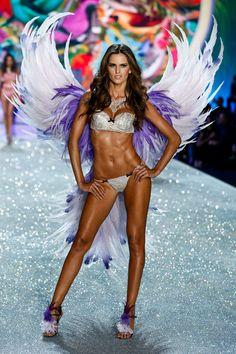 fashion-show-runway-2013-17-birds-of-paradise-izabel-victorias-secret-hi-res.jpg