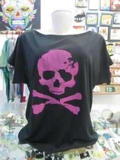 Blusa Gola Canoa com estampa de Caveira Rosa  Tamanho Único R$39,00