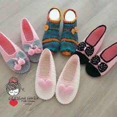 Knit Baby Booties, Crochet Boots, Crochet Slippers, Crochet Crafts, Crochet Projects, Free Crochet, Knit Crochet, Knitting Socks, Baby Knitting