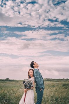 22 example of Korean-style prewedding photos Pre Wedding Shoot Ideas, Pre Wedding Poses, Wedding Couple Poses, Pre Wedding Photoshoot, Couple Shoot, Couples Poses For Pictures, Prenup Photos Ideas, Korean Wedding Photography, Couple Photography Poses