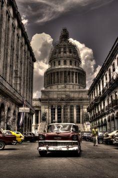 The #capitol at Old #Havana. Photo Taken by #yuniorperezphotography http://www.colandia.com/post-0ec84210-32be-11e5-9e5b-0323222c9e3d/yunior-perez-photography/vista-del-capitolio-de-la-habana