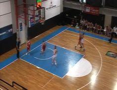 Pierde la cabeza: una jugadora letona agrede a dos rivales en la misma acción (Vídeo) - @KIAenZona #baloncesto #basket #basketbol #basquetbol #kiaenzona #equipo #deportes #pasion #competitividad #recuperacion #lucha #esfuerzo #sacrificio #honor #amigos #sentimiento #amor #pelota #cancha #publico #aficion #pasion #vida #estadisticas #basketfem #nba