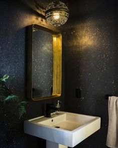 55 Best Bathroom Mirror Ideas For a Small Bathroom - home - Bathroom Decor Hand Painted Wallpaper, Wall Wallpaper, Wallpaper Ideas, Wallpaper For Walls, Trippy Wallpaper, Perfect Wallpaper, Amazing Bathrooms, Bathroom Interior, Design Bathroom