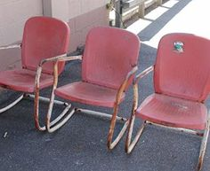 Would love to find a pair or two of these old metal lawn chairs!