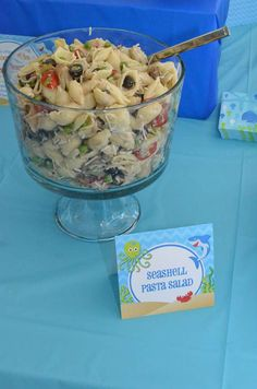 pasta salad at an under the sea birthday party! See more party planning ideas at !Seashell pasta salad at an under the sea birthday party! See more party planning ideas at ! Little Mermaid Birthday, Little Mermaid Parties, Mermaid Party Food, Nemo Party Food, Little Mermaid Food, Mermaid Party Decorations, Mermaid Theme Birthday, Reception Decorations, Aloha Party