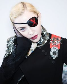 Madame ❌ starts her week seeing and hearing no Evil. Divas Pop, Lady Madonna, Great Women, Female Singers, Fashion Pictures, Instagram Fashion, People, Vogue, Celebrities