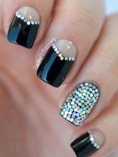 Glitter-Placement-Nails-Paulina's-Passions