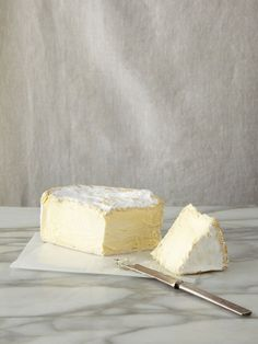 a great soft cheese Fromage Cheese, Cheese Bar, Queso Cheese, Cheese Lover, Wine Cheese, French Cheese, Savarin, Artisan Cheese, Milk Recipes