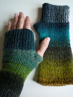 Free Fingerless Gloves pattern on Ravelry