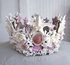 Crown made of seashells,coral and large starfish..this would be awesome for a Halloween costume headdress...or masquerade party or mardi gras!! + DIY