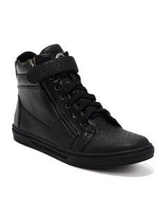 Chase Sneakers at Guess - Vegan Sneakers
