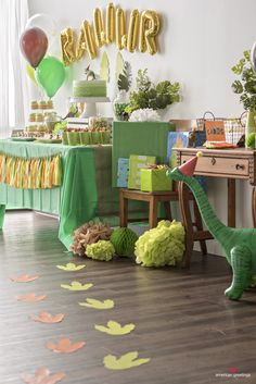 Dinosaur Birthday Party Ideas Birthday Party Printable Decorations<br> Our party planning experts share their tips on throwing the best dinosaur themed birthday party. You'll feel prehistoric with this roar-tastic birthday party theme! Dinasour Birthday, Dinosaur First Birthday, 1st Boy Birthday, 4th Birthday Parties, Birthday Party Decorations, Birthday Ideas, Dinosaur Party Decorations, Party Themes For Kids, 1st Birthday Party Ideas For Boys