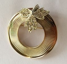 Sarah Coventry Circle Pin with Leaf Accent by MartysAtticAuctions