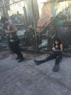 @The100writers The Blake siblings take a break in between takes on set. @WildpipM @iamAvgeropoulos #the100 #the100season4