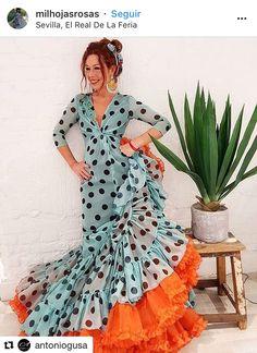 Hijab Fashion, Fashion Dresses, Flamenco Costume, Spanish Fashion, Folk Costume, Dress Codes, Modern Fashion, Traditional Dresses, Autumn Fashion