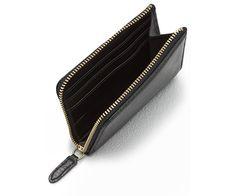 Notre porte-monnaie zippé est un accessoire indispensable. Look classique…